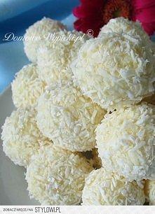 rafaello Składniki: 300g białej czekolady 200g wiórek kokosowych 50g masła ¾ ...