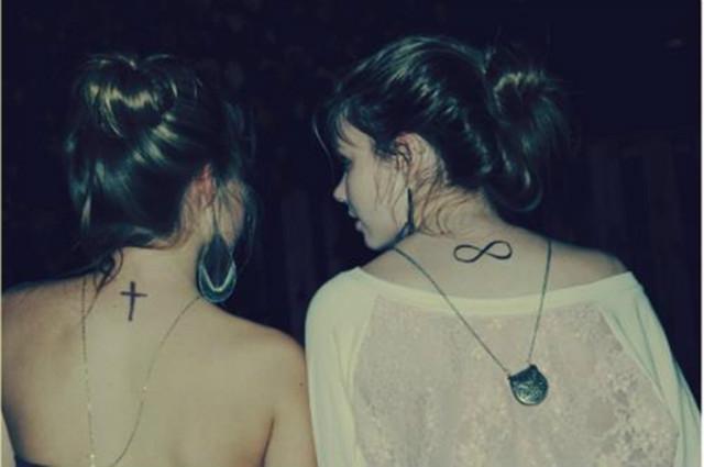 Krzyż Czy Nieskończoność Tatuaże Na Damskie Tatuaże Zszywkapl