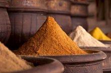 W skład curry wchodzi między innymi: kurkuma, imbir, pieprz czarny, chili i c...
