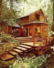 Drewniany domek w lesie.. m...