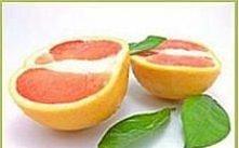 Maseczka z grejpfruta pomaga uporać się z cerą zanieczyszczoną, tłustą, z wypryskami i trądzikiem.   Do wykonania maseczki z grejpfruta potrzebne są następujące składniki: -jede...