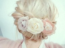 """""""Kwiaty we włosach potargał wiatr"""" ;p"""