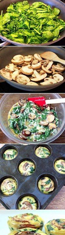 babeczkowe omlety z grzybami i szpinakiem