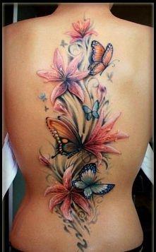 kwiaty, motyle na plecach