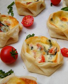 Canastitas Caprese - z pomidorkami, bazylią i mozzarella