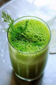Amerykanki zaczynają dzień od koktajli. Koniecznie zielonych i napakowanych witaminami. Najnowszym przebojem jest ten na bazie sałaty rzymskiej i świeżego szpinaku. Do tego woda...