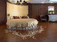królewskie łóżko