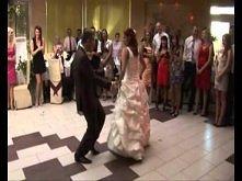 Po prostu wzruszające ze śmiechu :D  Szalony pierwszy taniec / crazy wedding dance