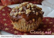 Muffinki z orzechami Składniki na 6 muffinek: CIASTO 5 dag orzechów włoskich 14 dag mąki pszennej 1 łyżeczka proszku do pieczenia 4 dag brązowego cukru (trzcinowego) 1/2 łyżeczk...