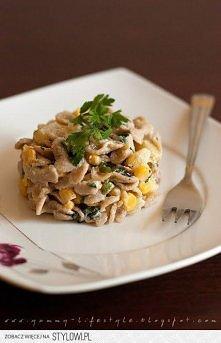 Sałatka makaronowa z kurczakiem, ananasem i kukurydzą.  Składniki:  1 opakowa...