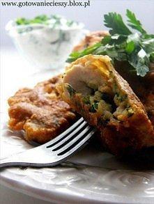 Aromatyczny kurczak w ziołowym cieście  Składniki:  2 spore piersi z kurczaka  1 płaska łyżeczka soli  ½ łyżeczki ostrej papryki  ½ łyżeczki suszonego tymianku  1 łyżka soku z c...