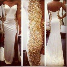 ślubna suknia z ozdobą