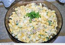 Sałatka z marynowanych pieczarek  Składniki:  - 10 jajek - 2 słoiki marynowanych pieczarek - 2 pęczki zielonej cebulki tzw. Szczypior - 2 puszki kukurydzy - 1 jogurt (mały) - 2 ...