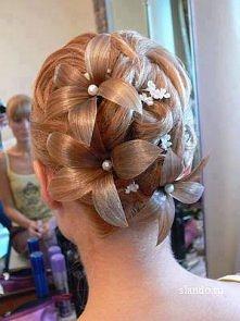 mini kwiatki z włosów :)