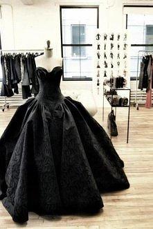 Czarna suknia ^_^