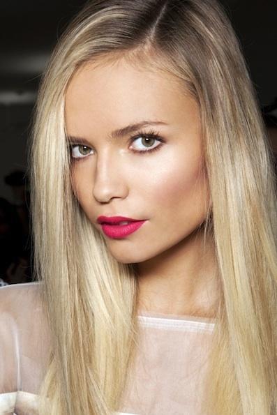 Mocny Kolor Na Ustach Na Makijaże Dla Blondynek Zszywkapl