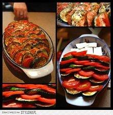 ZAPIEKANKA Z CUKINII I ZIEMNIAKÓW   Składniki: - 80 dag ziemniaków, - 25 dag cukinii, - 1 pomidor (większy), - natka pietruszki (około 3 gęstych gałązek), - 1 ząbek czosnku, - 1...