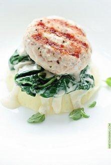 Mielone z kurczaka ze szpinakiem w kremowym sosie z Gorgonzolą i tłuczonymi z...