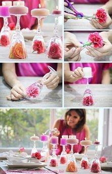 Róże w kieliszkach od wina, na tym świeczki!