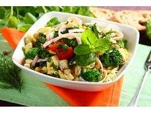 Sałatka z tortellini z brokułami i szynką - składniki:  tortellini z grzybami...