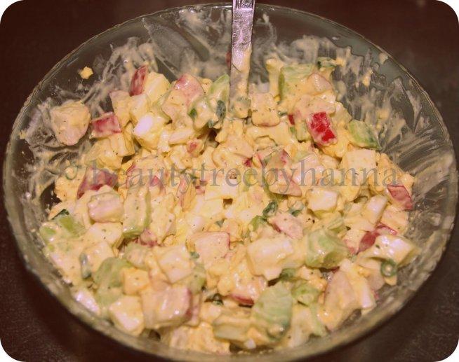 Wiosenna sałatka- jajko-ogórek- rzodkiewka- szczypiorek