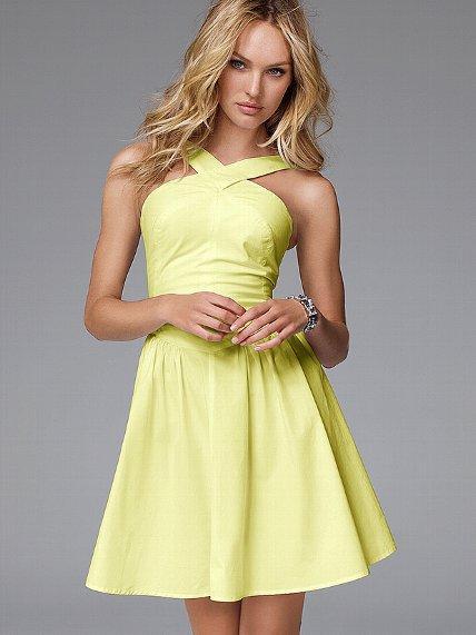 Criss, cross, flirt. Ta sukienka jest prawdziwym łamaczem serc, przez dzień lub (zwłaszcza) nocy. Sylwetka jest klasyczny i kobiecy, ze słodkim szyi stryczek nad zalotne, gazach przepony. Po prostu sexy, ta sukienka jest na pewno się front-of-szafy status.