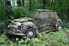 samochód z kamieni, trochę pracochłonne