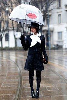 Uwielbiam śmieszne parasolki;)