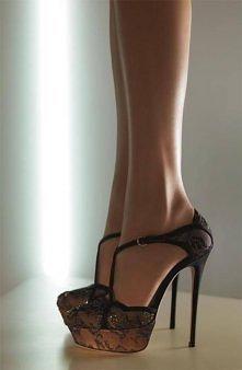 Niespotykane, koronkowe buty