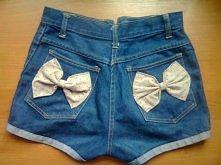 Spodenki zrobione ze starych spodni z kokardkami :)