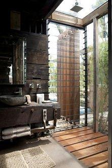 łazienka za domem Australia, piękne drewno