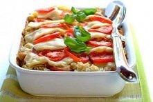 Zapiekanka z kurczakiem, mozarellą i pomidorami  składniki:  pierś z kurczaka - 500 gramów boczek - 150 gramów Przyprawa do złotego kurczaka Knorr - 3 łyżki ryż - 250 gramów ceb...