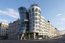 TOP10: Nietuzinkowe i dziwne budynki - TAŃCZĄCY DOMEK W PRADZE - Praga, Czech...