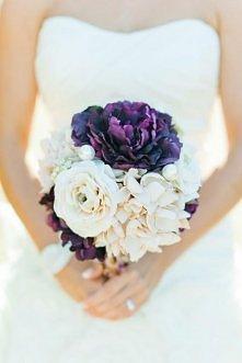 Fioletowy bukiet ślubny.