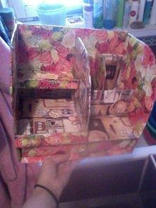 pewnego dnia znalazłam na zszywce pomysł na zrobienie szafki, pomysł udoskonaliłam po mojemu i takie efekty