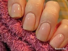 Nude glitter manicure - Nude brokatowe paznokcie - wzory na paznokcie - Basevehei
