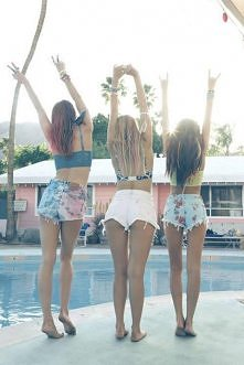 #friends#summer#legs#skinny#love#short#long#hair#beauty#crazy