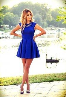 Przepiękna klasyczna sukienka ...