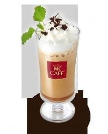 Miętowe Orzeźwienie  Składniki: - schłodzone espresso lub 80ml mocnej kawy - 2 gałki lodów miętowych - łyżeczka cukru - 5 kostek lodu - bita śmietana - starte 2 kostki gorzkiej ...