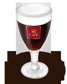 Irish Coffee  Składniki: - 150 ml czarnej kawy - 40 ml irlandzkiej whisky  - 1 łyżeczka cukru trzcinowego  - 100ml śmietanki 30% lub 36%  Przygotowanie: Do kieliszka wlać 40ml w...