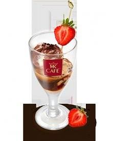 Lodowe espresso  Składniki: - 30ml espresso lub 50ml mocnej kawy (np. mokka) - 1 gałka lodów waniliowych - 1 gałka lodów orzechowych  - 1 gałka lodów czekoladowych  - 30 ml liki...