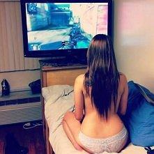 hihihihihihi  mogłabym grać całymi dniami z chłopakiem ^^ gdybym go miała ... :(