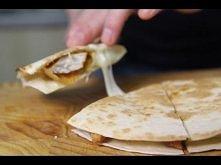 KFC Qurrito - przepis  1 pierś z kurczaka  Sos BBQ  Ser mozzarella  1 tortill...