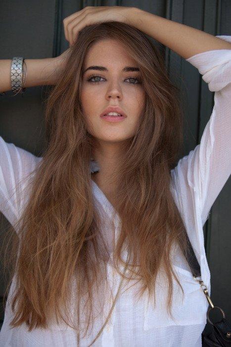 Co zrobić żeby mieć długie włosy?  hmmm wiele dziewczyn/kobiet zastanawia się co zrobić żeby włosy szybciej rosły i postanowiłam napisać wam kilka sposobów aby szybciej rosły (zainteresowane osoby które chcą się dowiedzieć co zrobić aby włosy były lśniące i łatwiej się rozesywały + nie wydawać na to dużo pieniędzy zapraszam na moją tablicę) A więc co zrobić aby szybciej rosły?  na początek zacznę od pokrzywy (którą można zerwać  najlepiej w maju i ususzyć lub kupić w aptece) pokrzywę należy pić 1 dziennie (1 łyżeczkę suszonej pokrzywy zalać wrzącą wodą i przykryć jakimś spodkiem na 15 minut aby się zaparzyła)  - i jeszcze coś z pokrzywy  szklanka wody 2 łyżki suszonej pokrzywy zagotować i później odstawić na 15 minut aby się zaparzyła pod przykryciem i czekać aż wystygnie. i najpierw umyć włosy i na umyte włosy popłukane wodą nalać pokrzywę na całą długość. i wysuszyć. Takie cuda z pokrzywy które pomagają włosom szybciej rosnąć :D Sprawdzone na moich włosach (polecam zrobić zdjęcie włosów przed zastosowaniem i po miesiącu stosowania,zobaczycie wtedy różnice)  i co jeszcze?  oczywiście DIETA! Czyli co?  owoce i warzywa oraz różnego białka (ser,jogurty,mleko) jabłka,marchew itp :D  poolecaam!