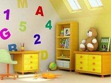 jasny pokój dla dziecka na poddaszu