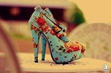 buty w kwiatki ; *