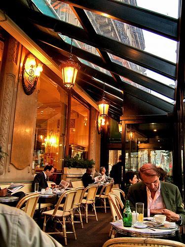 kawa nigdzie nie smakuje tak jak w Paryżu :)