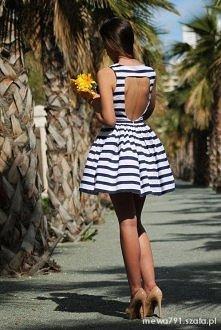 Śliczna pasiasta sukienka!