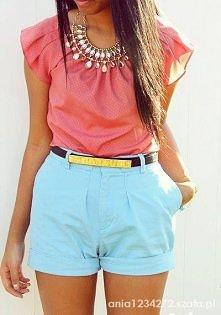 Miętowe spodnie, koralowa bluzka i ten cudny naszyjnik <3 Chcemy!