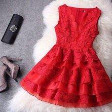 czerwona koronkowa sukienka. Hot or Not?